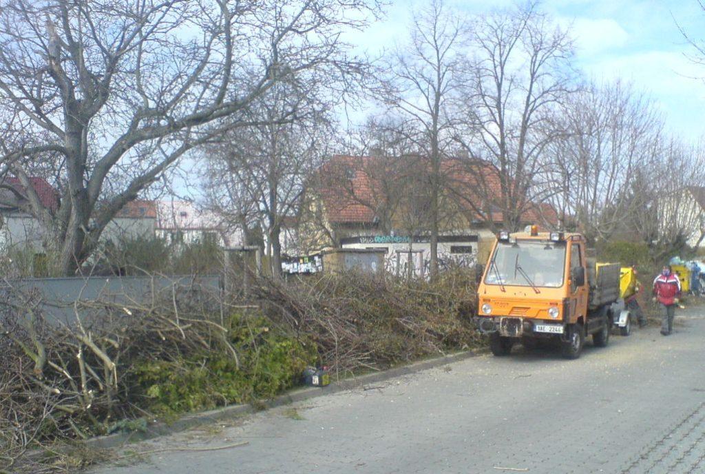 Štěpkování větví zprořezů stromů